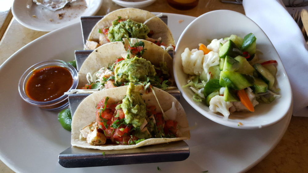 Soft Tacos mit Avocado und Salat in der Cheesecake Factory